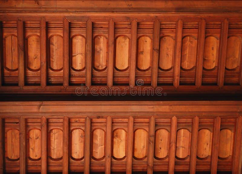 Download Drewniany budynku sufit obraz stock. Obraz złożonej z brąz - 23956997