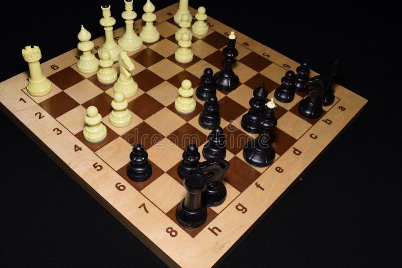 Drewniany chessboard i pionkowie dla hobby tła obraz stock