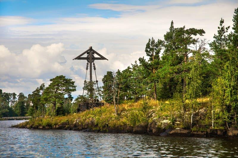 Drewniany chrześcijanina krzyż na wyspie Vallam zdjęcia royalty free
