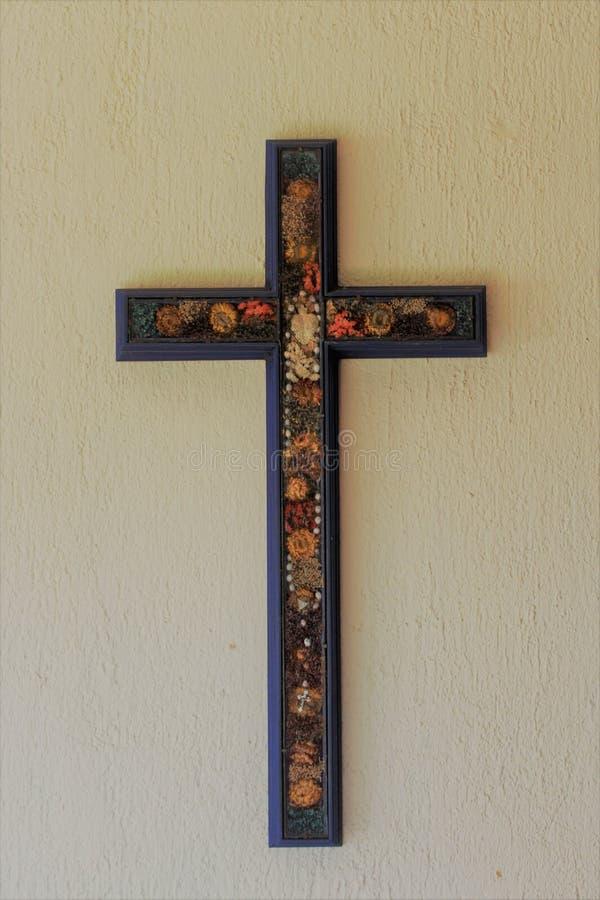 Drewniany dekorujący krzyż obrazy royalty free