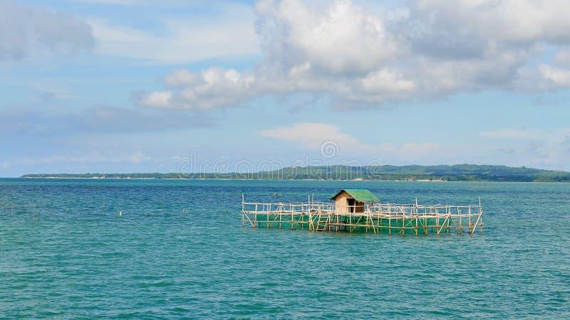 Download Drewniany Dom Na Stilts Przy Cebu Morzem Obraz Stock - Obraz złożonej z buda, morze: 28953783