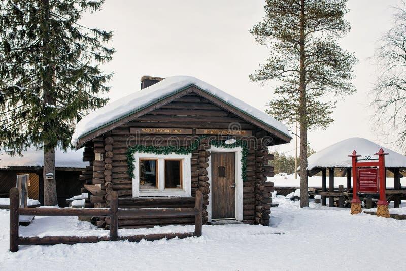 Drewniany dom przy Święty Mikołaj wioską w Lapland Scandinavia zdjęcie royalty free