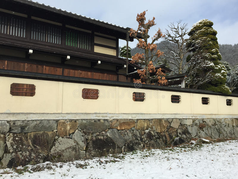 Drewniany dom przy zimą fotografia royalty free