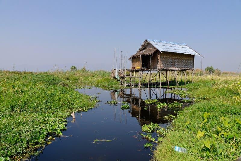 Drewniany dom w Intarsja jeziorze, Myanmar obraz stock