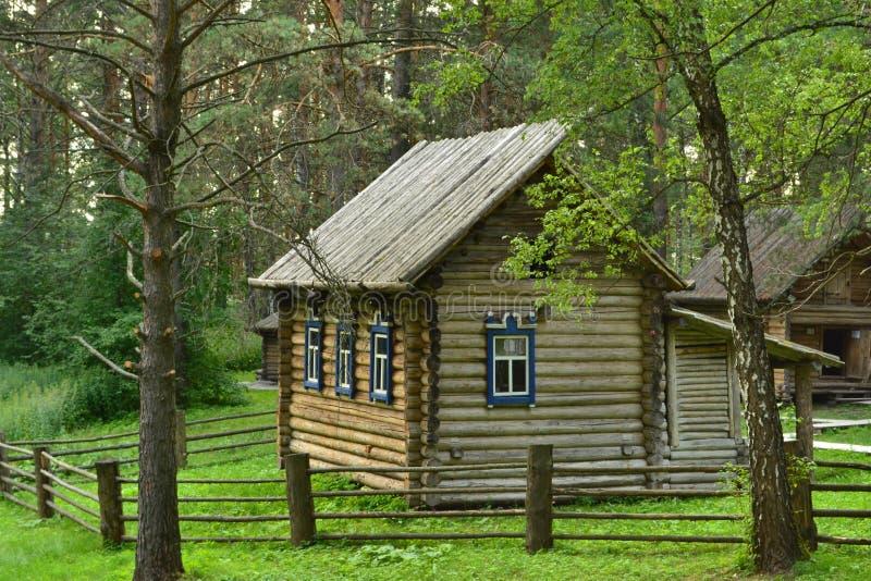 Drewniany dom Zachodni Syberyjscy ludzie Shors zdjęcie stock