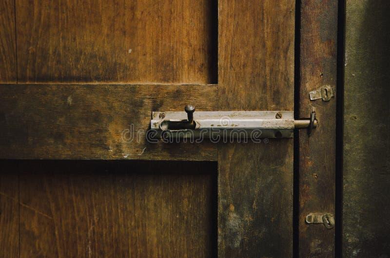 Drewniany drzwi z k?dziorkiem fotografia royalty free