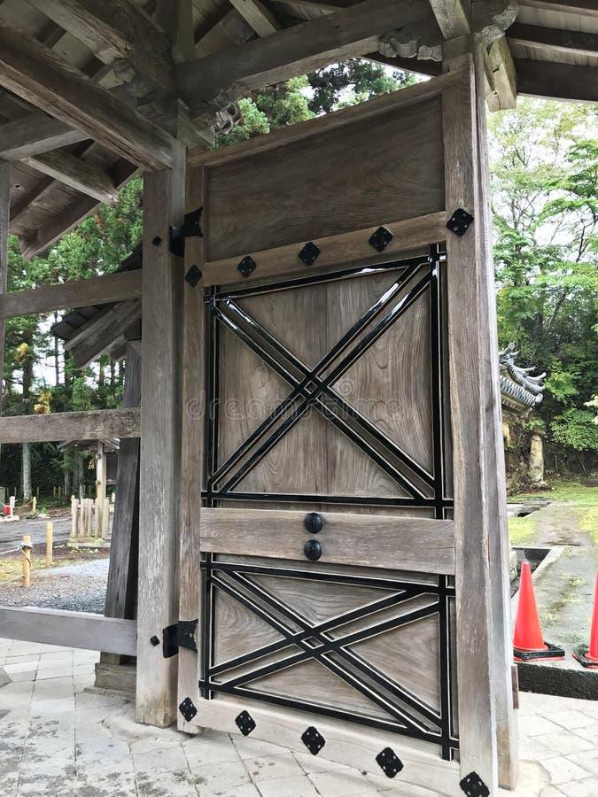 Drewniany drzwi Zuiganji świątynia w Matsushima, Japonia obrazy stock