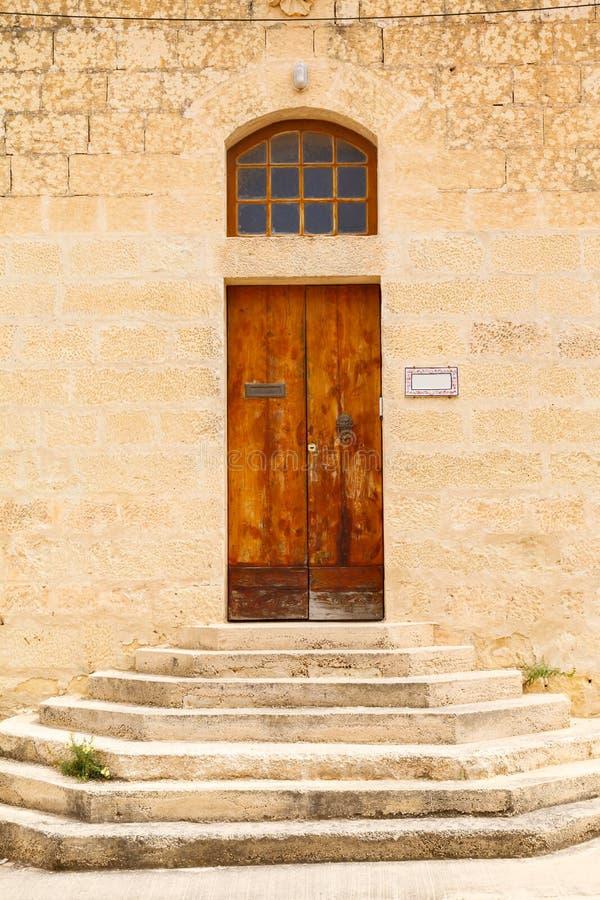 Drewniany dzwi wejściowy dom zdjęcia royalty free