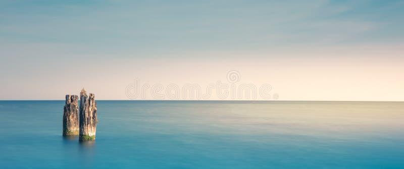 Drewniany falochron na plaży w Ustka, morze bałtyckie obraz stock