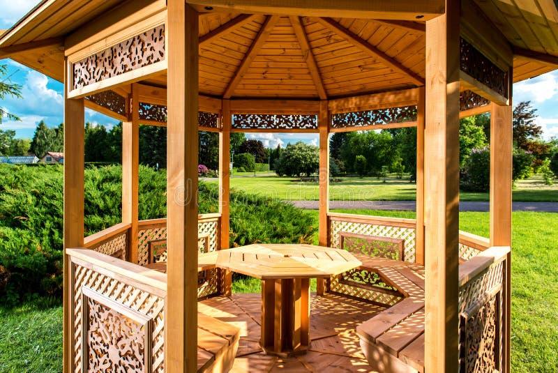 Drewniany gazebo zdjęcie royalty free