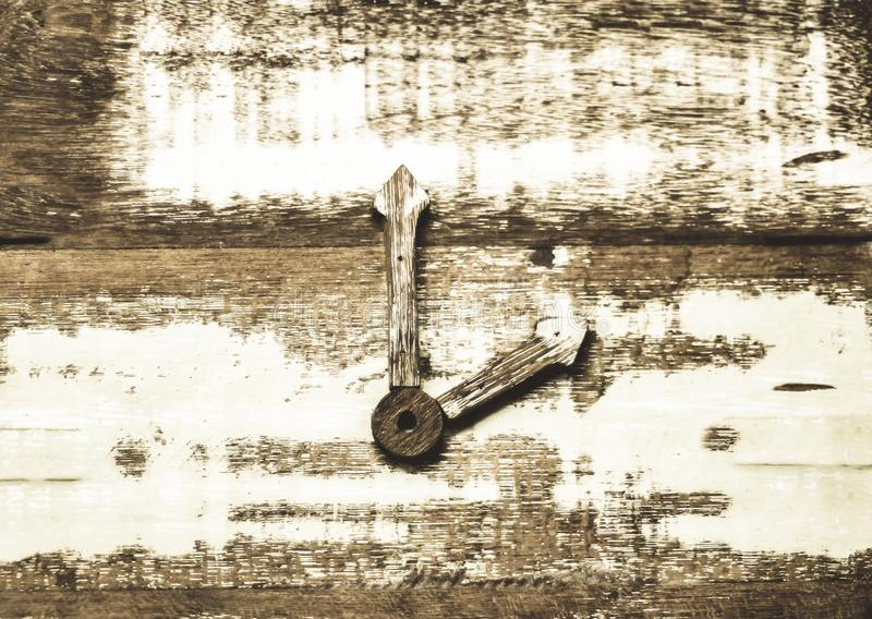 Drewniany kwadrat ściany zegarek - zegar Bezczasowy pomysłu pojęcia tło spotkanie Spotkania poj?cie życie czasu pomysł zdjęcie royalty free