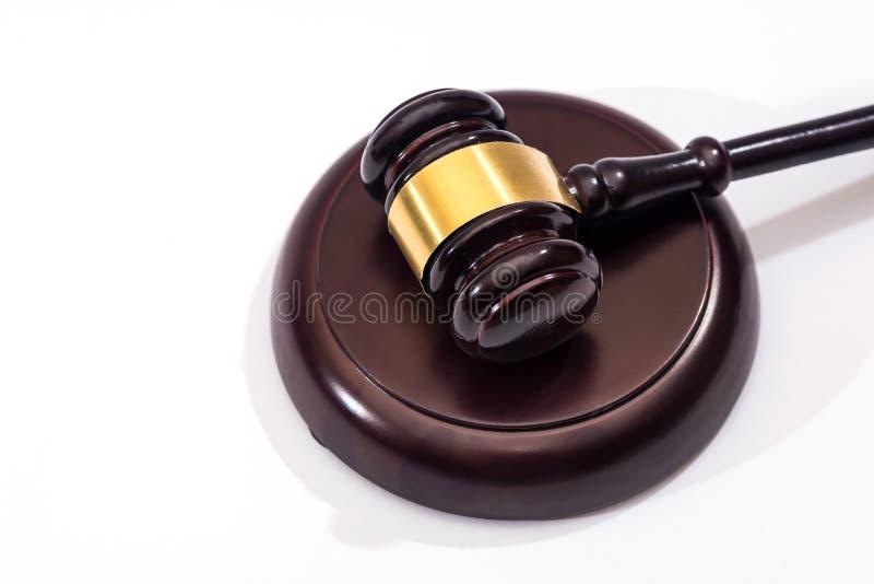 drewniany młota sądownictwo odizolowywający obrazy stock