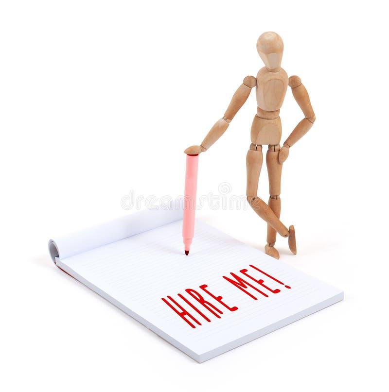 Drewniany mannequin writing w scrapbook - Zatrudnia ja obrazy stock