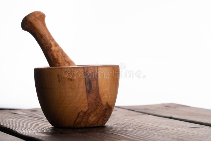 Drewniany moździerz, oliwny drewno, wieśniak, odizolowywający, rocznik zdjęcia stock
