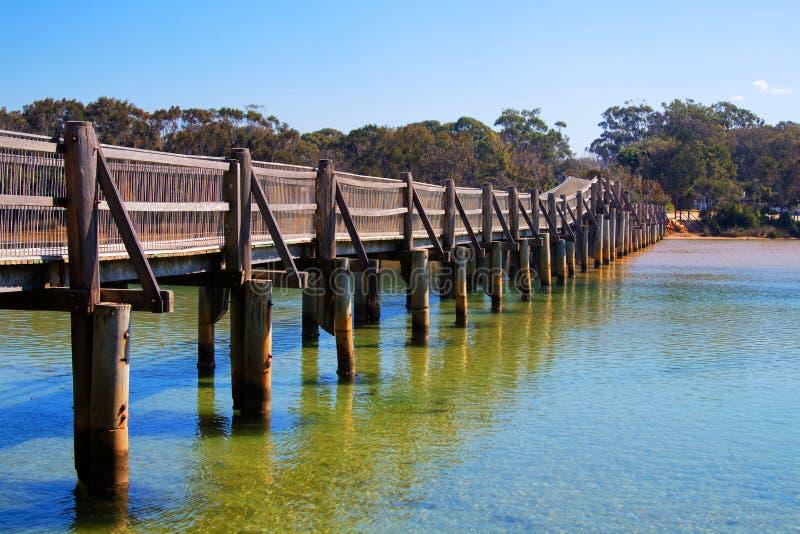 Drewniany most nad oceanu wpustem Australia zdjęcia royalty free