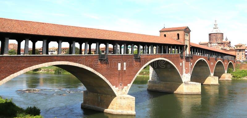 drewniany most nad TICINO rzeką w Pavia mieście w Włochy fotografia stock