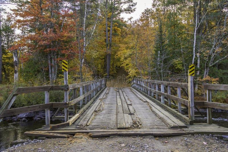 Drewniany most w jesieni - Ontario, Kanada obrazy royalty free