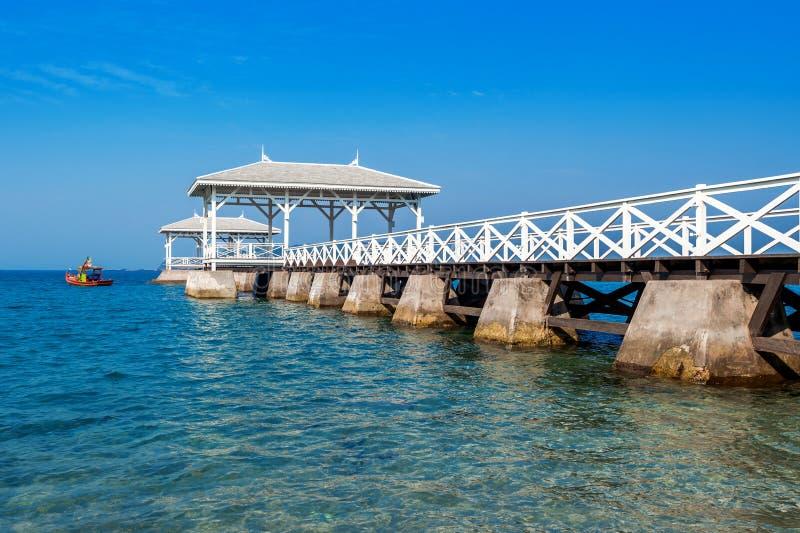Drewniany nabrzeże pawilon w Koh si Chang wyspie, Tajlandia Asdang most fotografia royalty free