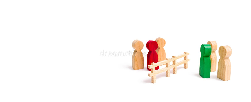 Drewniany ogrodzenie dzieli dwa grupy dyskutuje skrzynkę Wygaśnięcie i awaria powiązania łama krawaty, Kontraktacyjna przerwa, zdjęcia stock