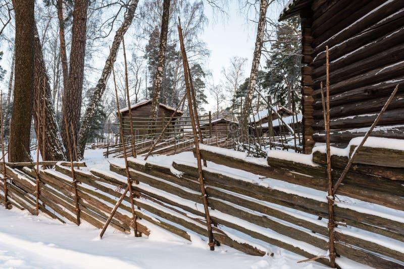 Drewniany ogrodzenie i bel kabiny zdjęcie royalty free
