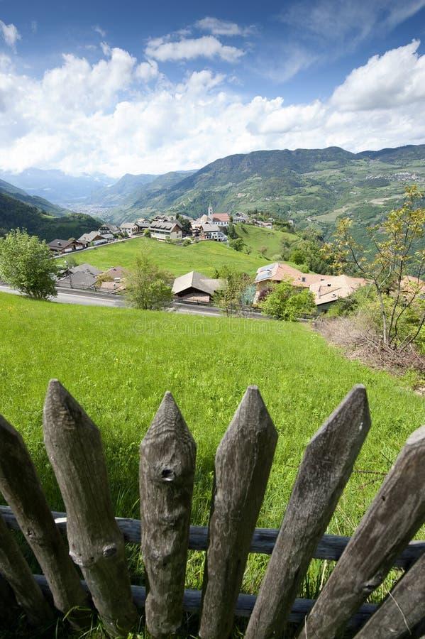 Drewniany ogrodzenie w Południowym Tyrol obrazy royalty free