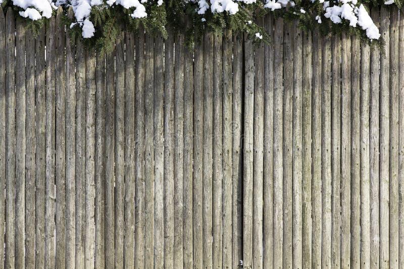 Drewniany ogrodzenie z śniegiem zdjęcia stock