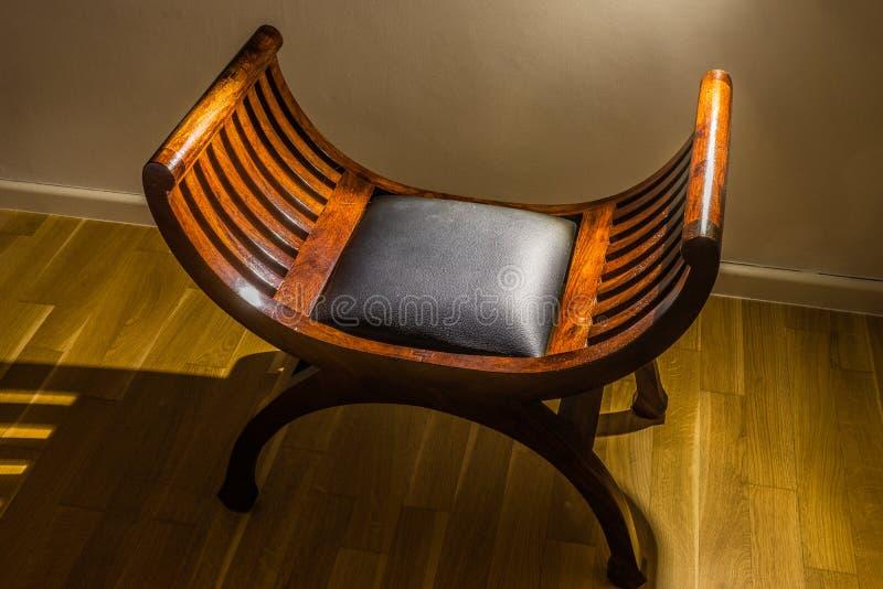 Drewniany orientalny palisanderu siedzenie fotografia royalty free