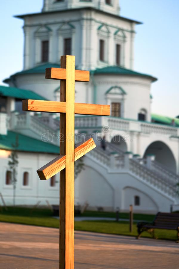 Drewniany ortodoksyjny krzyż w rosyjskim Nowym Jerozolimskim monasterze obraz stock