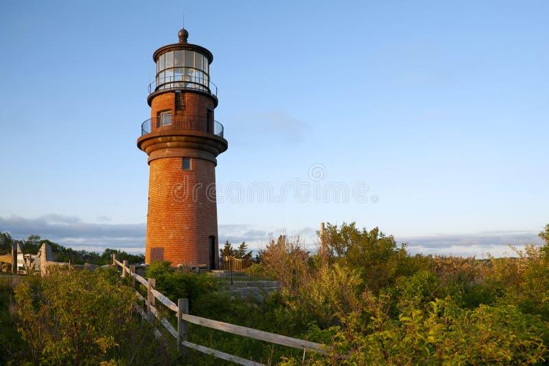 Drewniany Płotowy Pobliski cegły wierza Aquinnah latarnia morska w Martha ` s winnicy obrazy royalty free