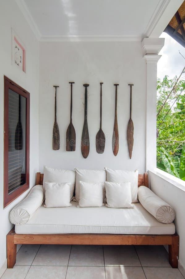 Drewniany paddle w ścianie zdjęcie royalty free