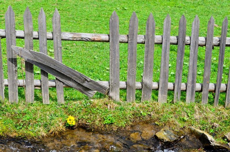 Drewniany palisadowy fechtunek zdjęcie stock