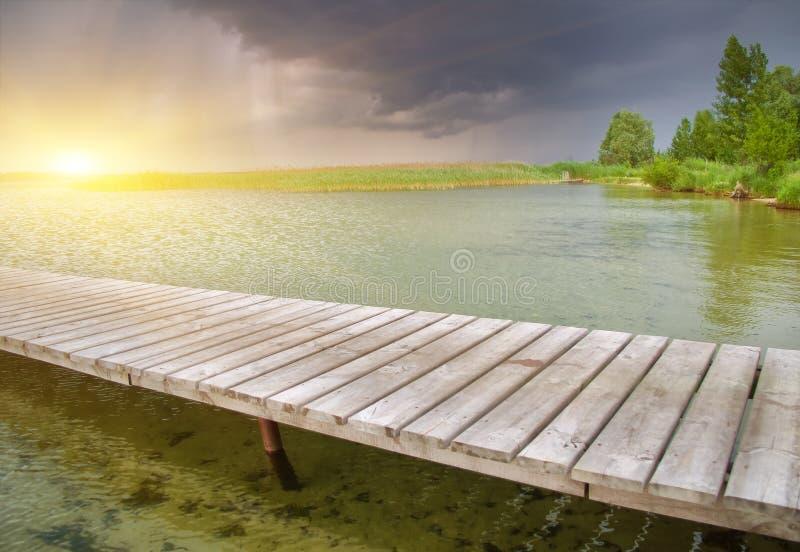drewniany piękny jeziorny molo obraz royalty free