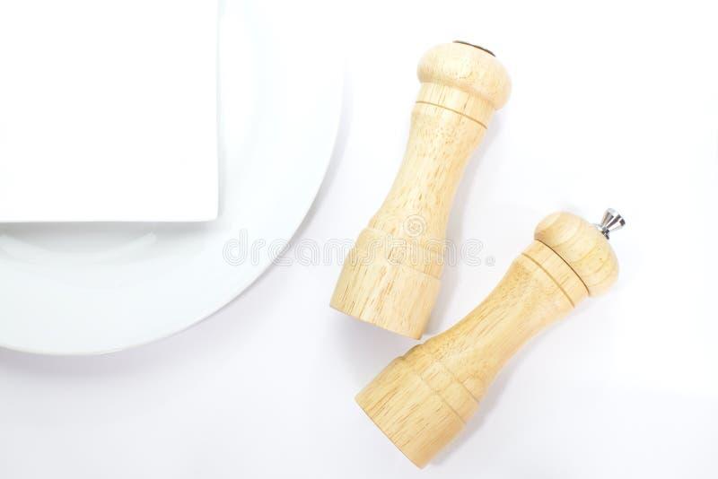 Drewniany pieprzowy młyn i solankowy potrząsacz zdjęcia royalty free