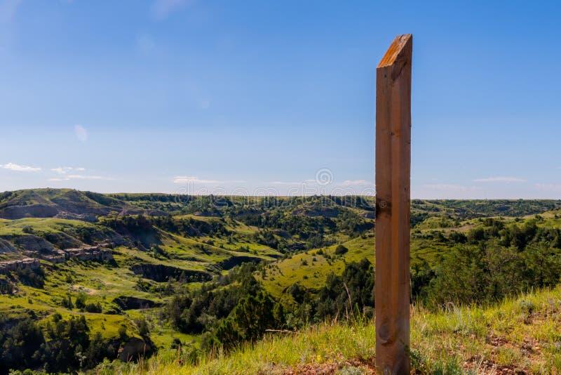 Drewniany poczta śladu markier Przegapia dolinę zdjęcie royalty free