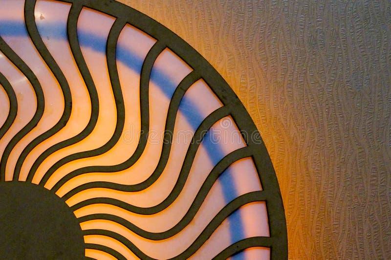 Drewniany projekt z okręgami łączył falistymi liniami zdjęcie stock