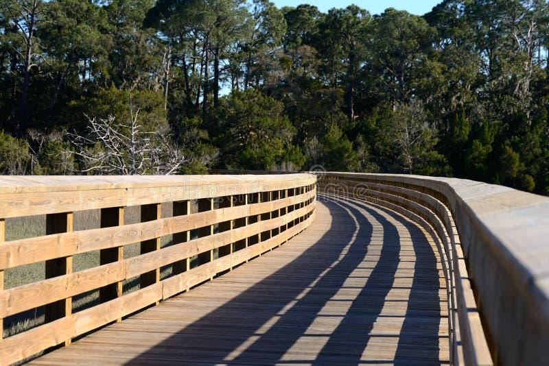 Drewniany przejście przez bagna bariery wyspa obrazy stock
