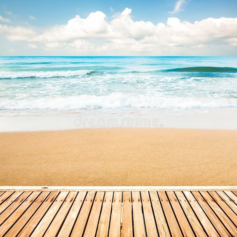 Drewniany przejście przy plażą zdjęcia royalty free