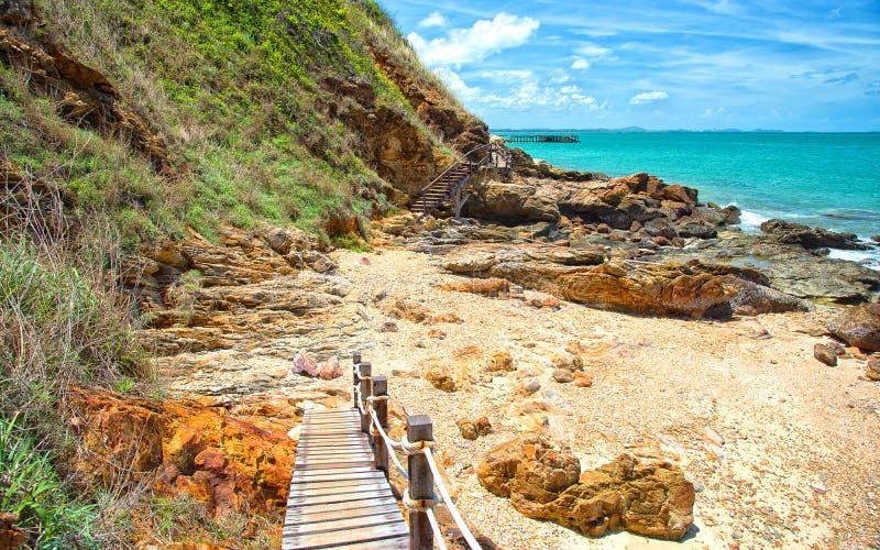 Drewniany przejście wzdłuż plaży zdjęcie stock