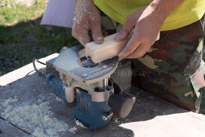 Drewniany przerób na otokowej maszynie, zdjęcia stock