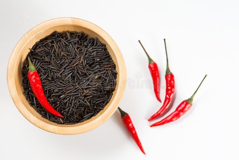 Drewniany puchar pełno czarni ryż fotografia royalty free