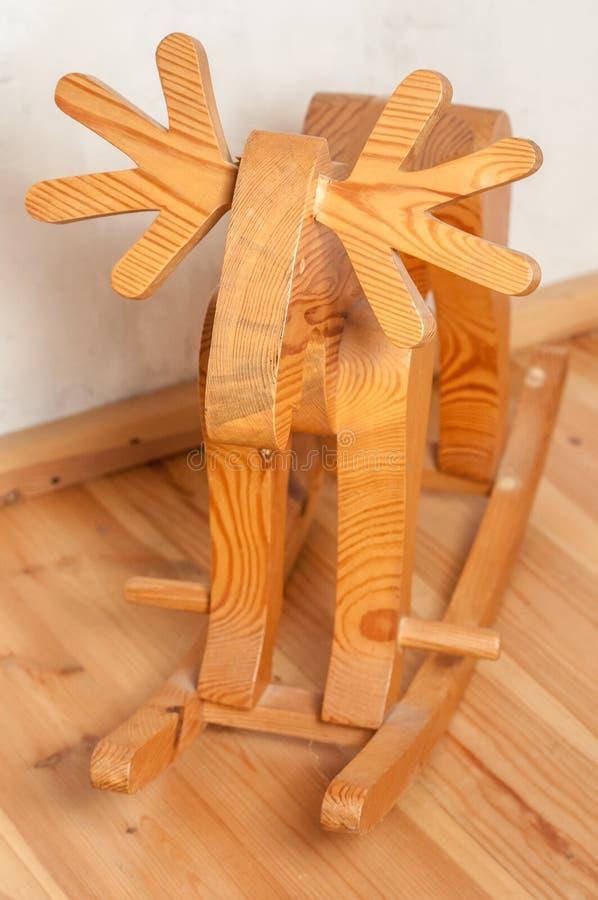 Drewniany rogacz kołysa krzesło zabawka fotografia royalty free