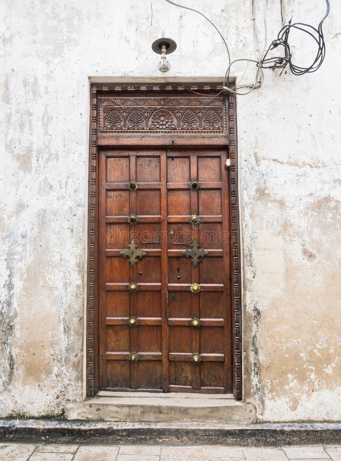 Download Drewniany Rzeźbiący Drzwi W Kamiennym Miasteczku, Zanzibar Obraz Stock - Obraz złożonej z historia, architektury: 53790061
