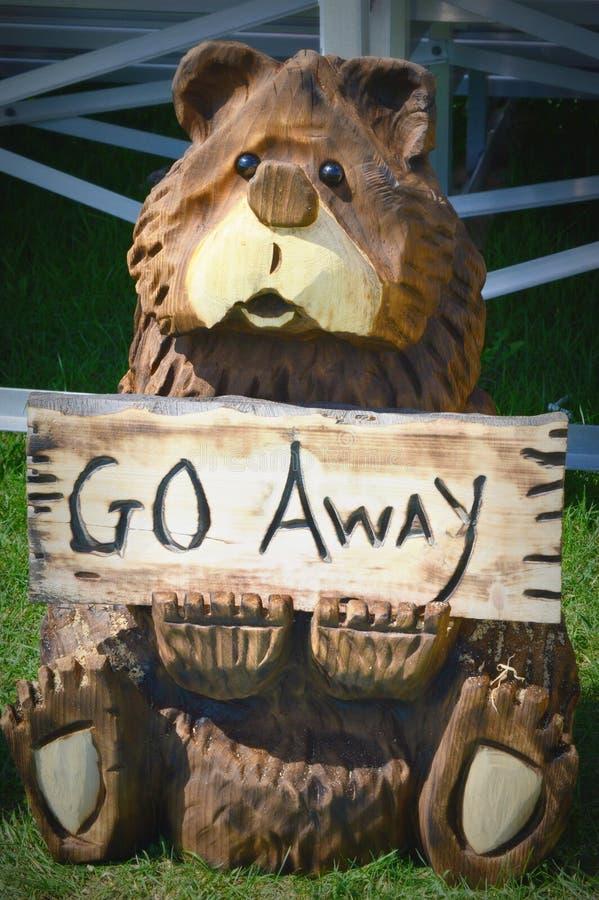 Drewniany Rzeźbiący niedźwiedź - piły łańcuchowej sztuka zdjęcia royalty free