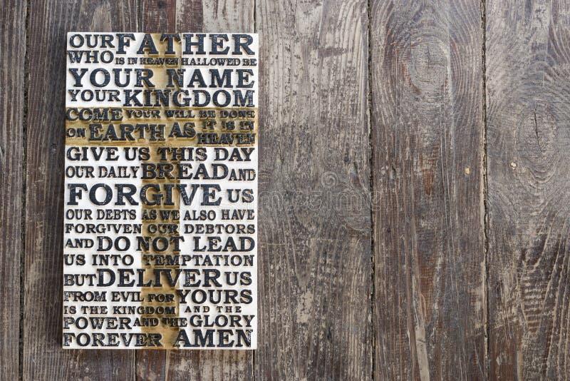 Drewniany rzeźbiący słowo władyki ` s modlitwa na ciemnym podławym drewnianym deski tle zdjęcia stock