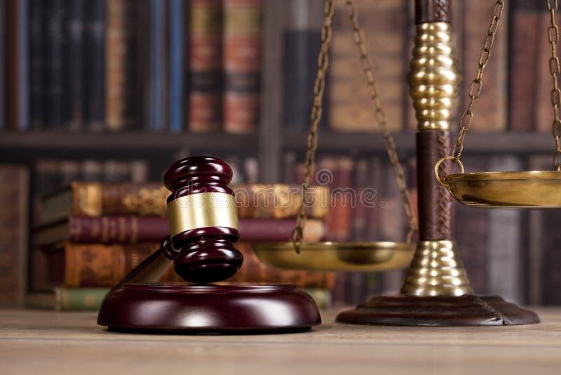 drewniany sędziego ` s młoteczek prawo Legalny biuro zdjęcie royalty free