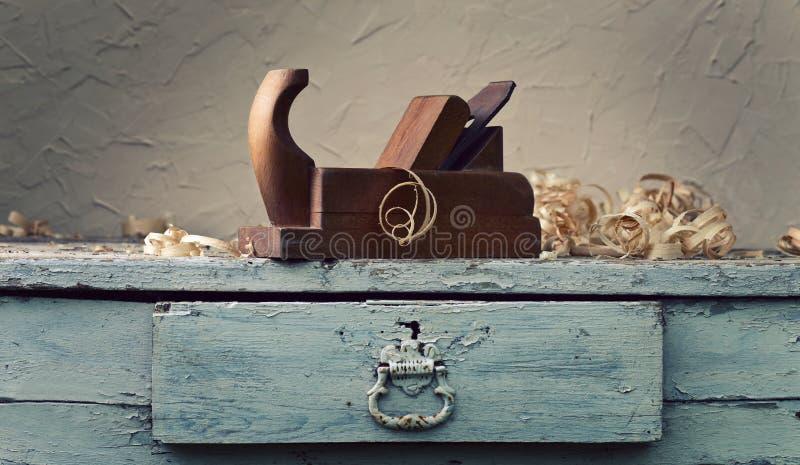 Drewniany samolot w warsztacie fotografia stock