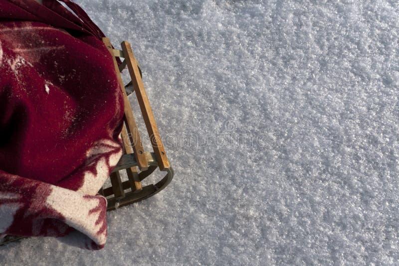 Drewniany sanie w śniegu fotografia stock
