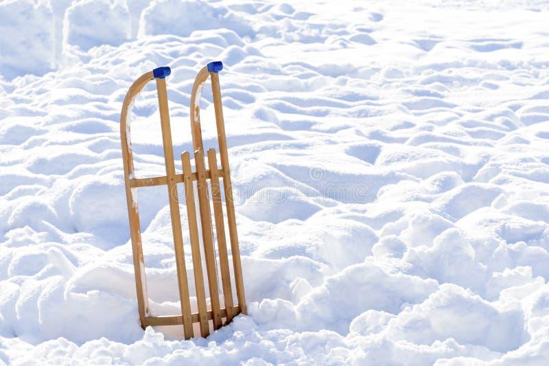 Drewniany sanie Zima i śnieg obraz royalty free