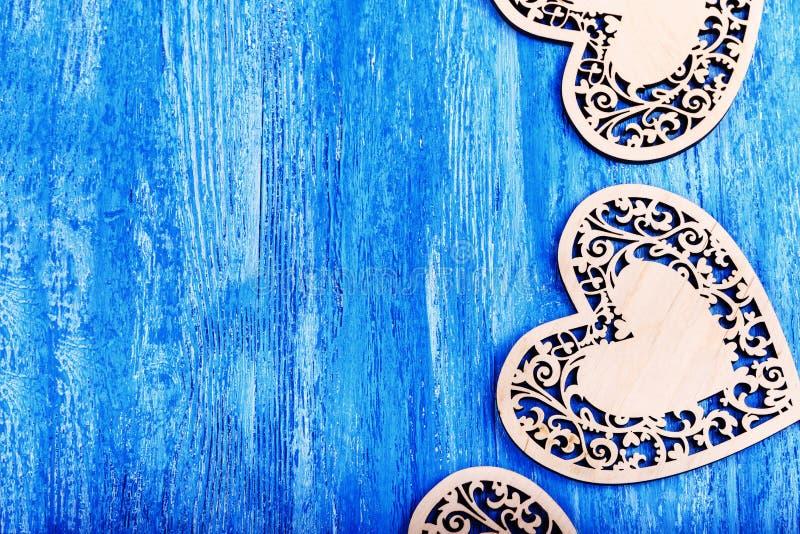 Drewniany serce rzeźbiący obraz stock