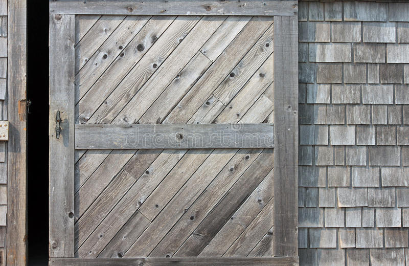 Drewniany stajni drzwi Odchylony obraz stock